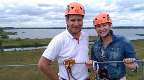 Ilona Małek i Marcin Pawlak prowadzący program Lato w Regionach
