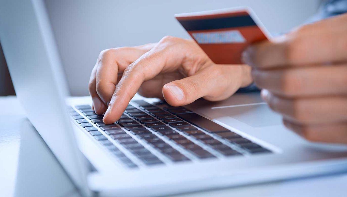 W Wielkiej Brytanii dorośli, żeby mieć dostęp do treści pornograficznych, muszą użyć karty kredytowej (fot. Shutterstock/Rido)