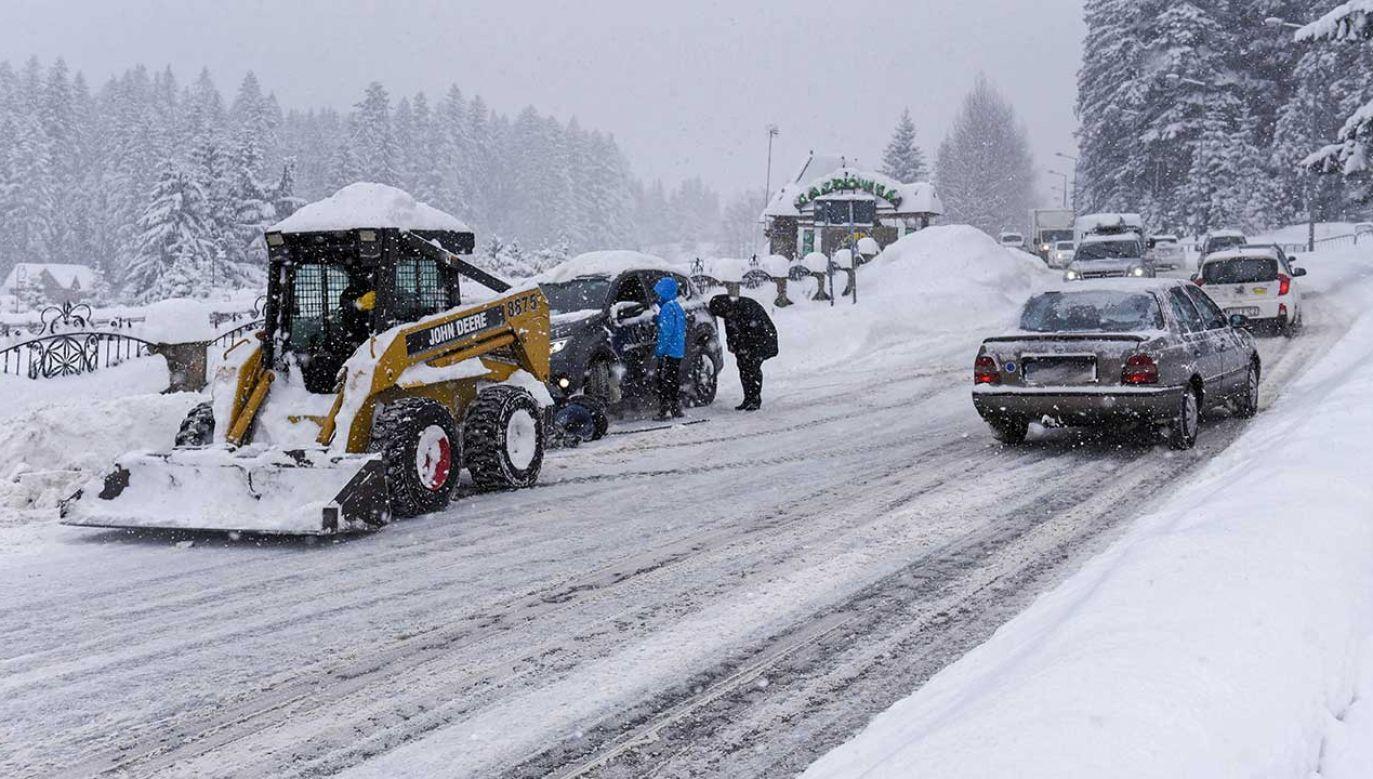 W całych Tatrach obowiązuje czwarty stopień zagrożenia lawinowego (fot. PAP/Jan Niedziałek)