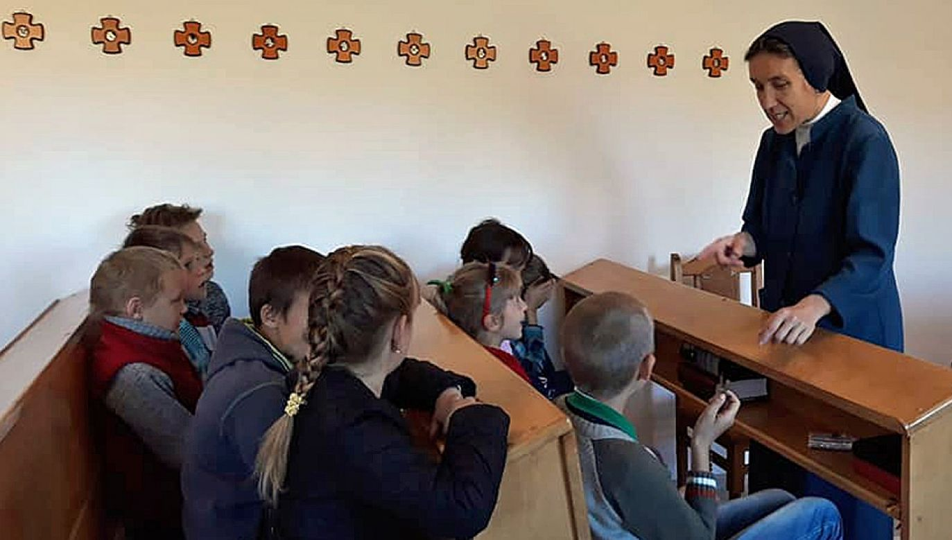 Polskie zakonnice poświęcają wiele uwagi dzieciom żyjącym w przyfrontowych miejscowościach (fot. FB/szarytkichelmno)