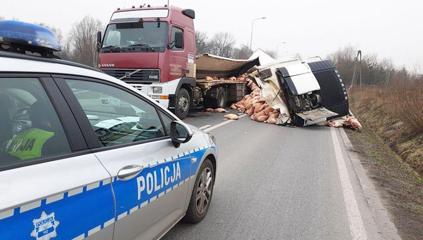 Droga jest całkowicie nieprzejezdna (fot. policja.pl)
