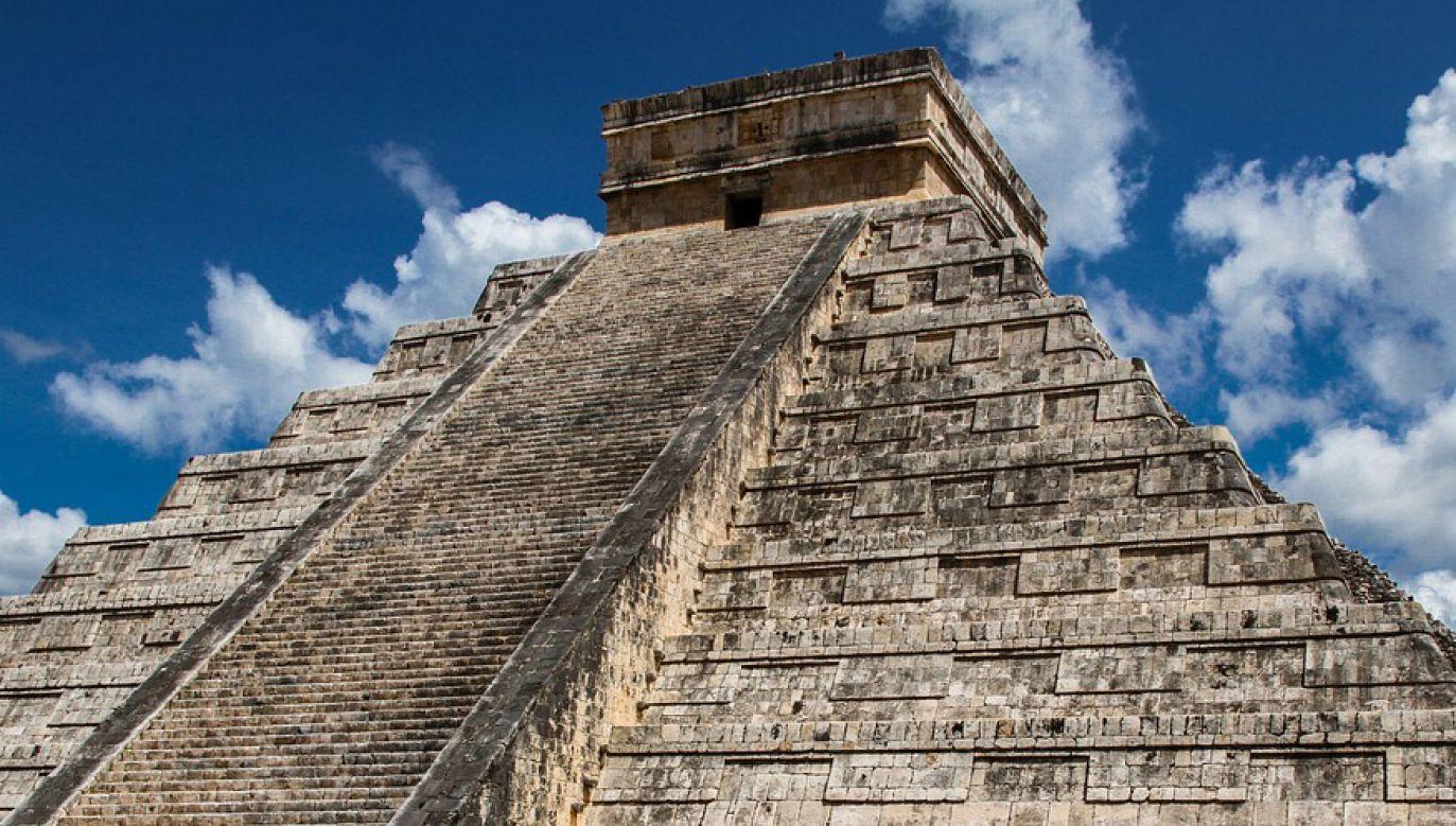 Majowie budowali świątynie na wysokich piramidach schodkowych (fot. Pixabay/jarmoluk)
