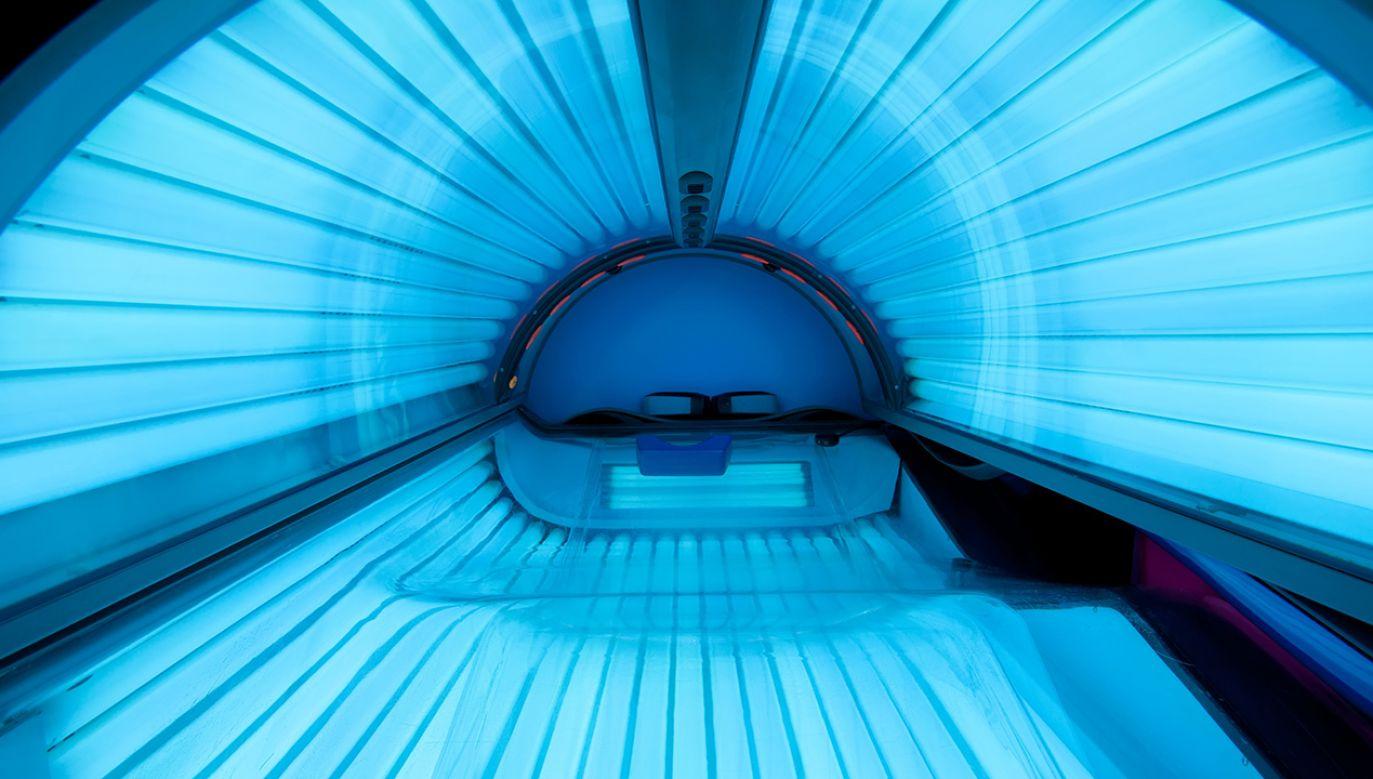 Osoby, które nie ukończyły 18 lat, nie mogą korzystać z solarium (fot. Shutterstock/Aigneis)