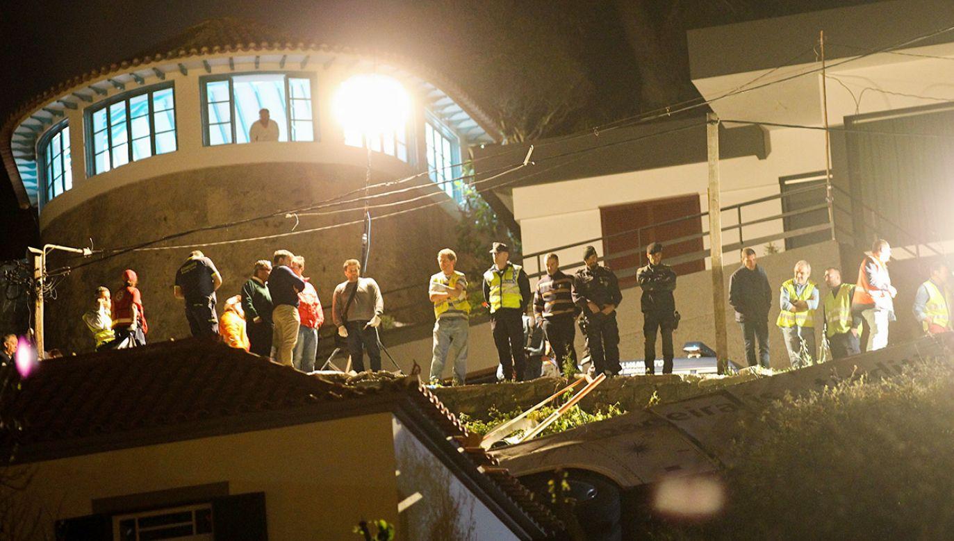 Autokarem, który uległ wypadkowi, jechali turyści (fot. PAP/EPA/HOMEM GOUVEIA)