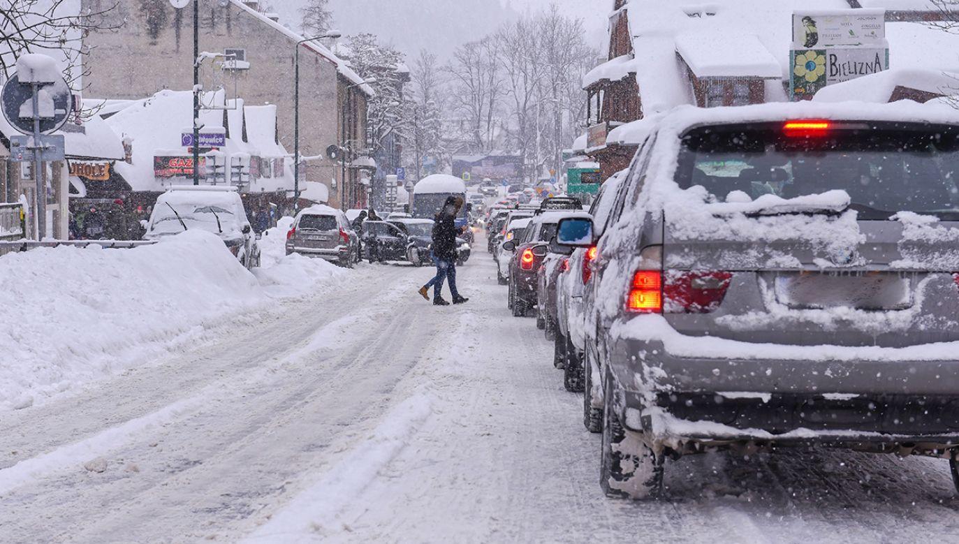 Niebezpieczne zjawiska meteorologiczne mogą powodować straty materialne oraz zagrożenie zdrowia i życia (fot. PAP/Jan Niedziałek)