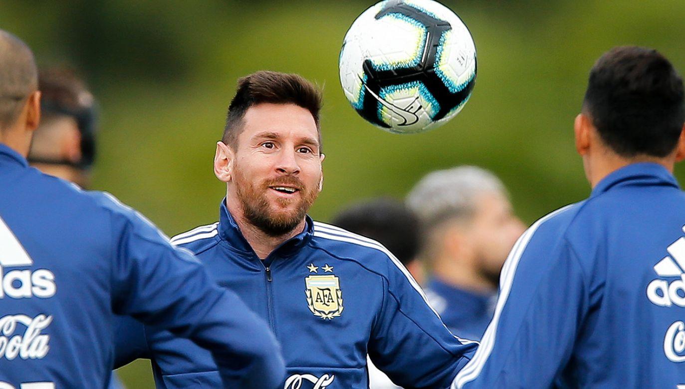 Lionel Messi nie musi się martwić, czy mu starczy do pierwszego (fot. PAP/EPA/JUAN IGNACIO RONCORONI)