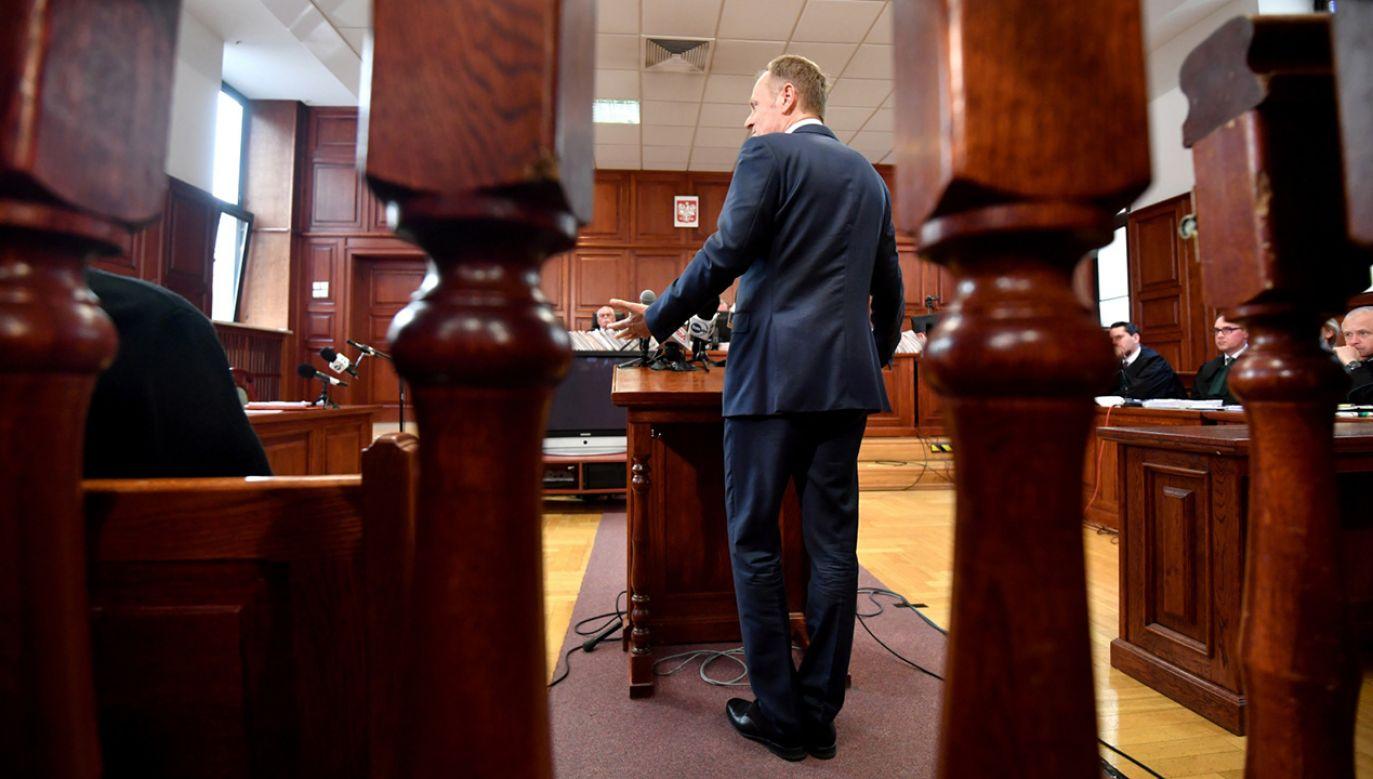 Były premier, obecnie przewodniczący Rady Europejskiej Donald Tusk w warszawskim sądzie okręgowym (fot.  PAP/Bartłomiej Zborowski)