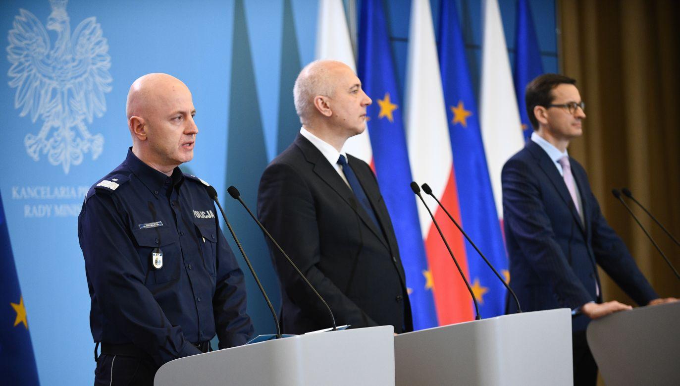 Polish Prime Minister Mateusz Morawiecki, Interior Minister Joachim Brudziński and  Police superintendent Jarosław Szymczyk at a joint press conference. Photo: PAP/Jacek Turczyk