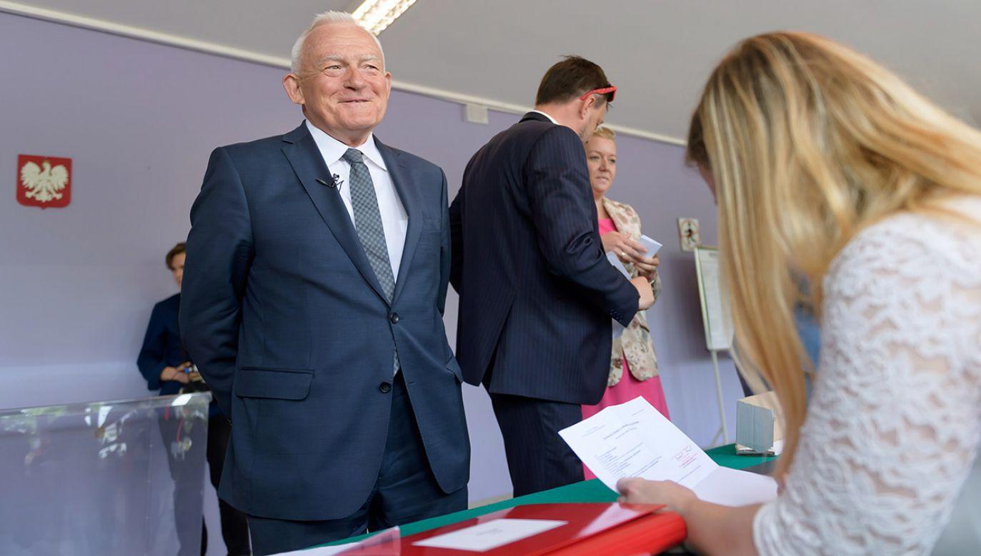 Leszek Miller zapowiada, że w PE będzie konsultował decyzję z frakcją Socjalistów i Demokratów (fot. PAP/Jakub Kaczmarczyk)