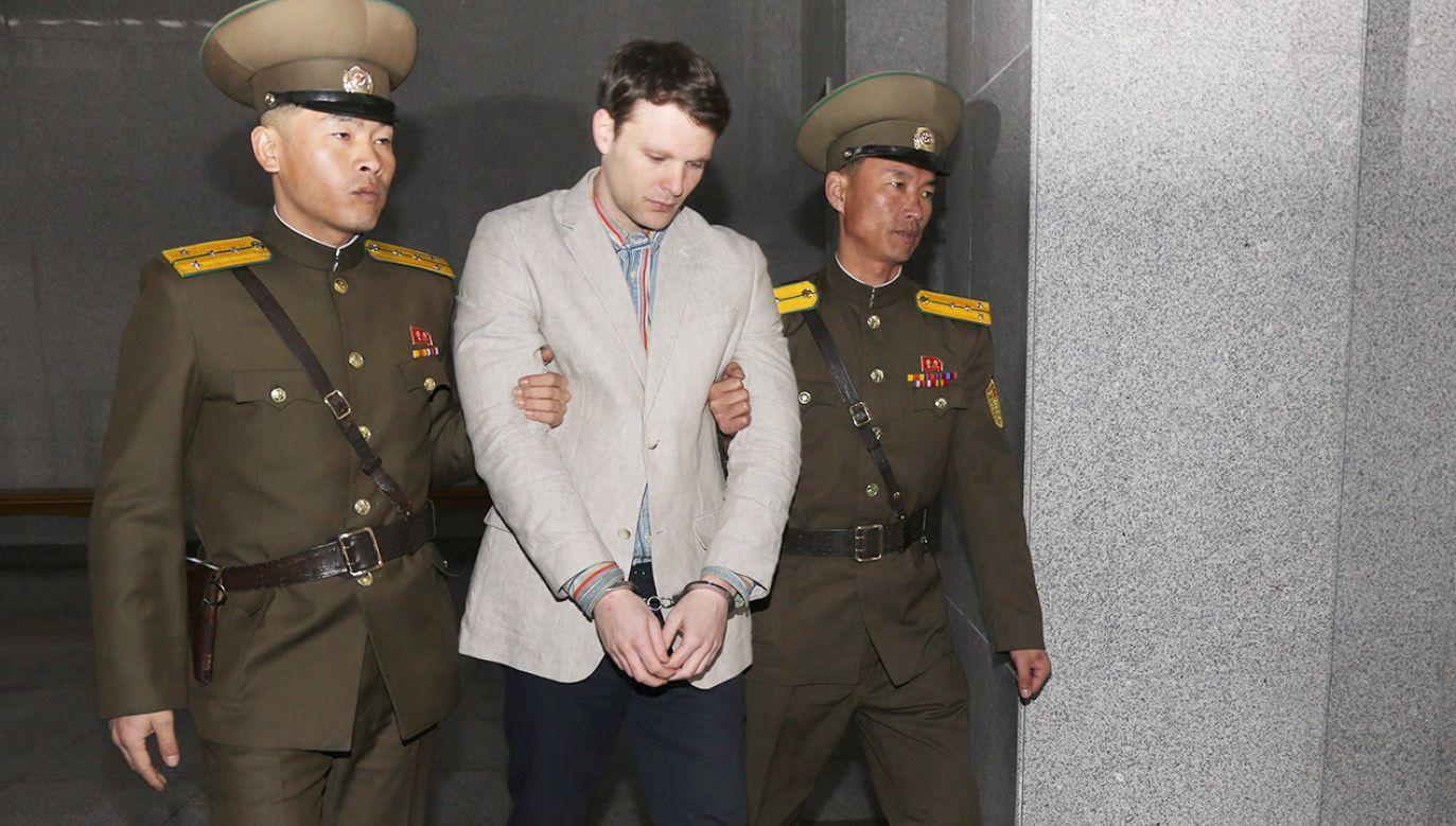 Korea Północna twierdziła, że Otto Warmbier zatruł się jadem kiełbasianym (fot. arch.PAP/Photoshot)