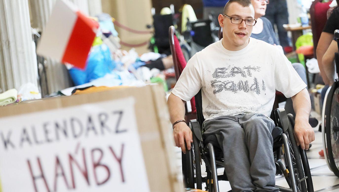 Protest opiekunów osób niepełnosprawnych trwa w Sejmie ponad miesiąc (fot. PAP/Paweł Supernak)