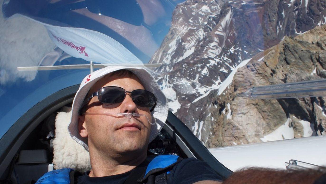 Sebastian Kawa piloting over Aconcagua. Photo: Wikimedia Commons/Sebastian Kawa, Tomasz Kawa