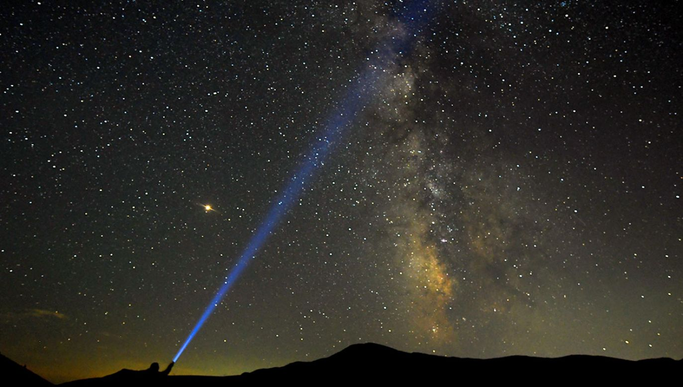 """Satelita zabrał w kosmos 400 """"meteorytów"""", ma to wystarczyć na 20 do 30 pokazów (fot. REUTERS/OgnenTeofilovski , zdjecie ilustracyjne)"""