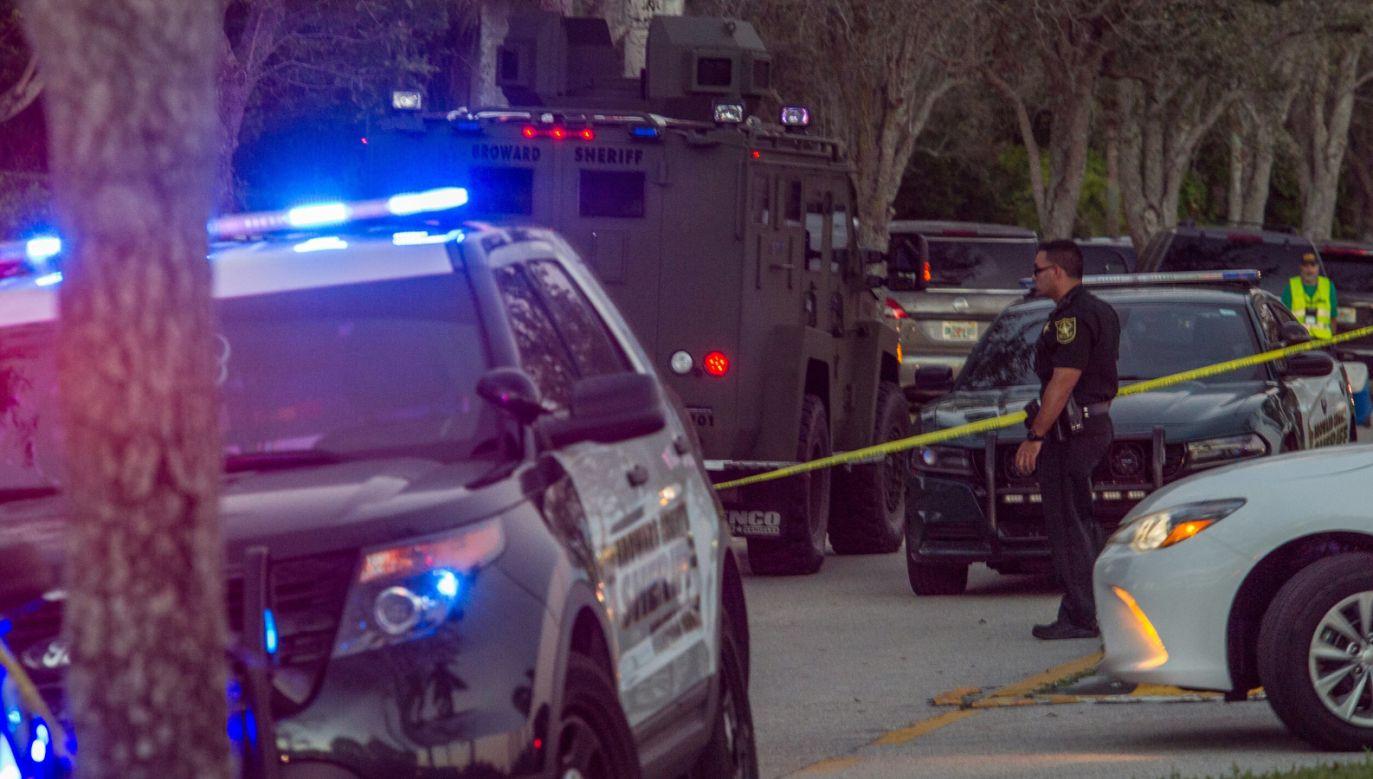 W strzelaninie zginęło 17 osób (fot. PAP/EPA/GIORGIO VIERA)