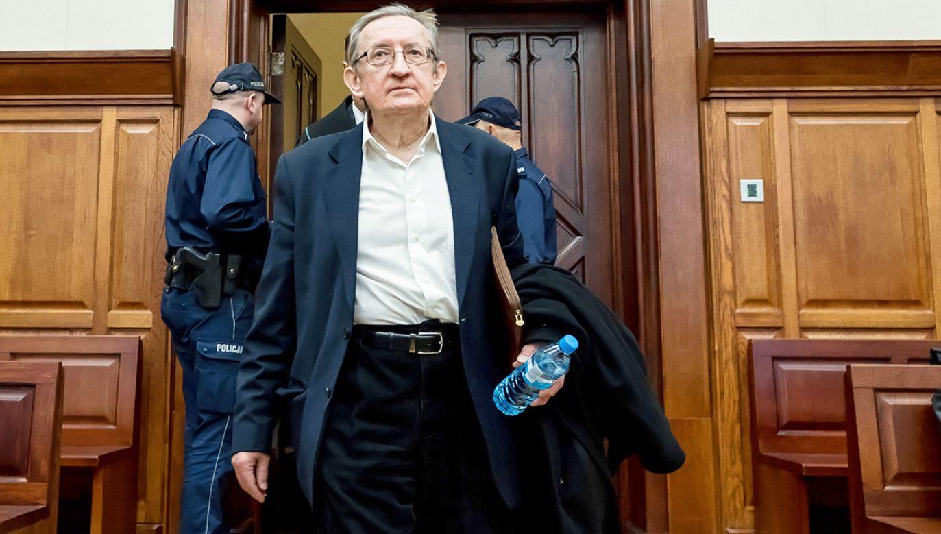 Proces Józefa Piniora nie może się rozpocząć, bo jego asystent nie stawia się na wezwania sądu (fot. PAP/Maciej Kulczyński)