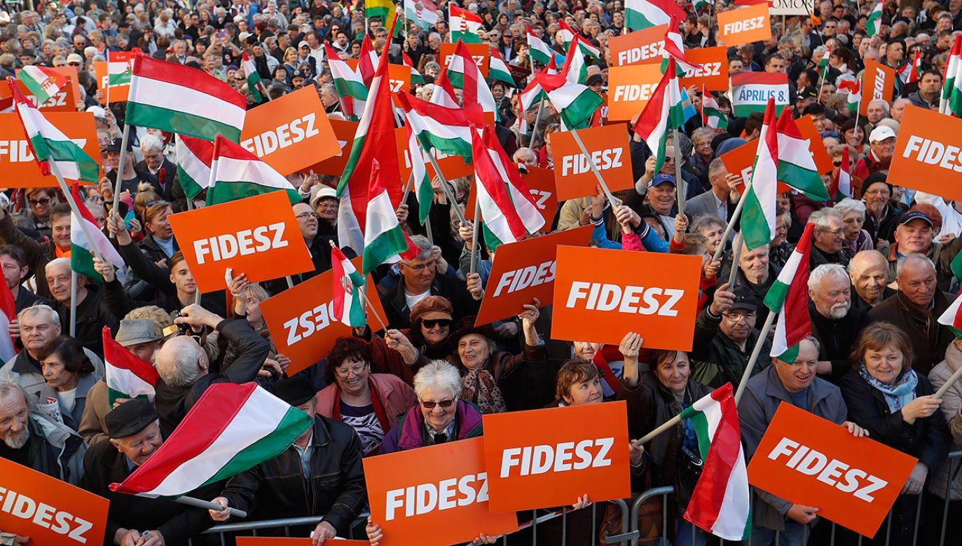 – Możemy zasiąść tylko w takiej frakcji, która jest jednoznacznie antyimigracyjna i zaangażowana w ochronę kultury chrześcijańskiej – zastrzega lider Fideszu (fot. Laszlo Balogh/Getty Images)