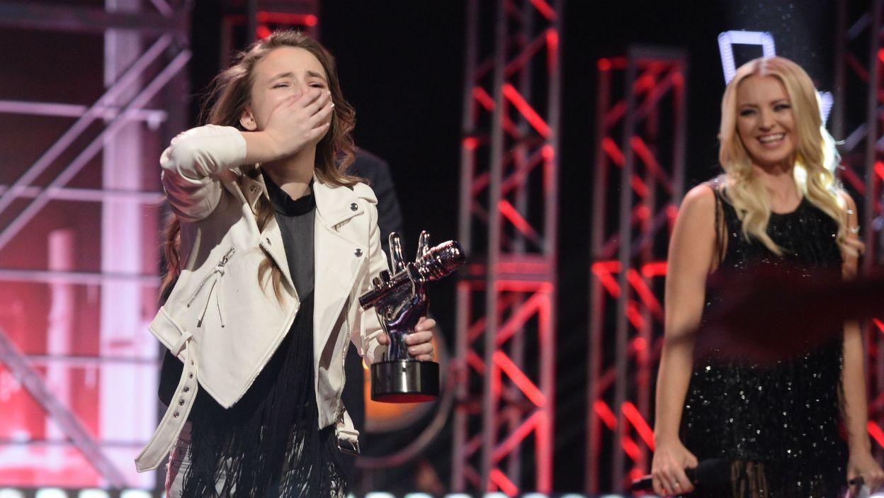 Młoda wokalistka nie mogła uwierzyć, że to ona okazała się najlepsza! (fot. J. Bogacz/TVP)