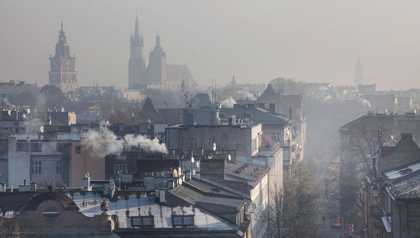 """""""Dzięki dotychczasowej zmianie źródeł ciepła zmniejszyliśmy emisję pyłów o około 50 ton i emisję CO2 o około 200 ton"""" (fot. Shutterstock/fotohuta)"""