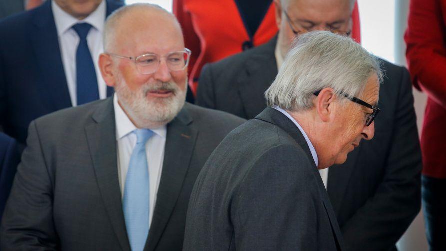 Przewodniczący Komisji Europejskiej Jean-Claude Juncker i pierwszy wiceprzewodniczący Komisji Europejskiej, Holender, Frans Timmermans (fot. PAP/EPA/OLIVIER HOSLET)