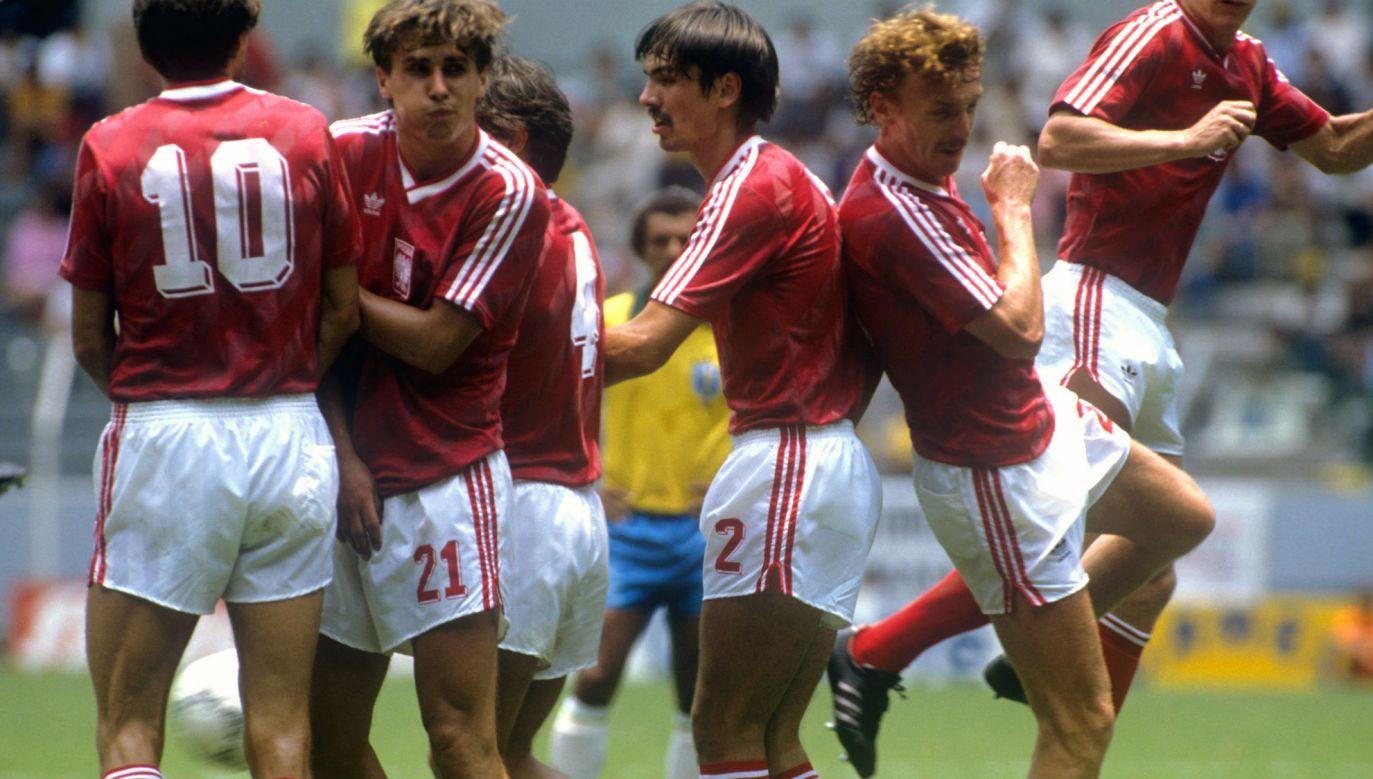 Polacy podczas przegranego 0:4 meczu z Brazylią na MŚ 1986 (fot. arch. PAP/ Peter Robinson)