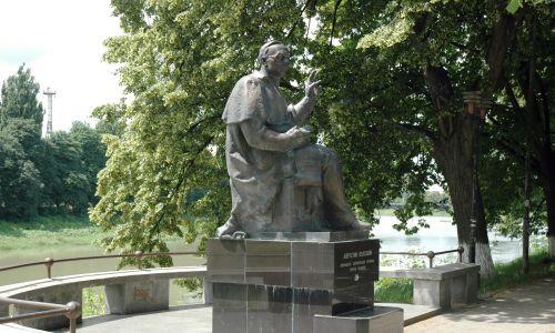 Pomnik księdza premiera, a później księdza prezydenta Augustyna Wołoszyna stoi dziś w Użhorodzie. Fot. Wikimedia/ Varga Attila - saját munka, CC BY-SA 3.0