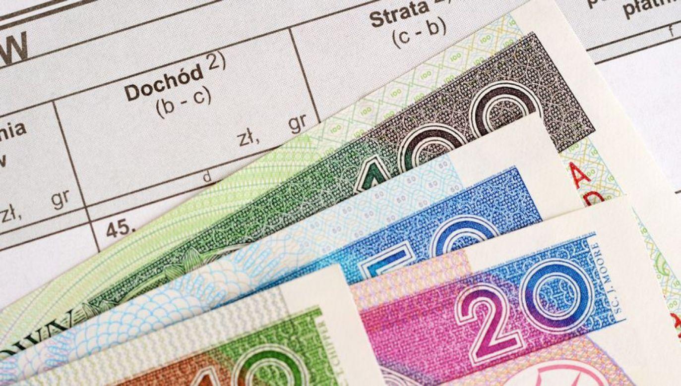 Obecnie VAT-owskie deklaracje składa około 1,6 miliona firm (fot. Shutterstock/whitelook)