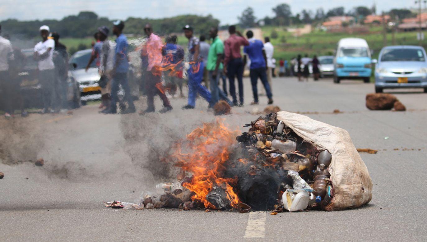 Władze przyznają, że są ofiary śmiertelne (fot. PAP/EPA/AARON UFUMELI)