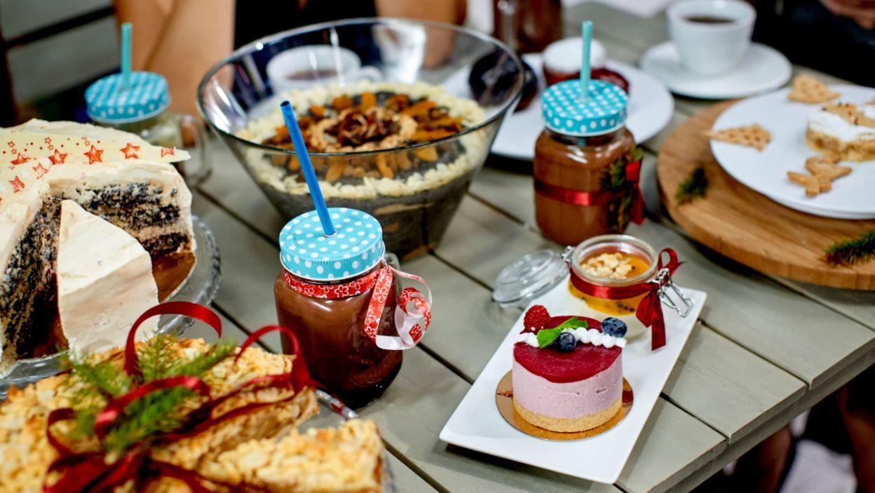 Od karnawałowych smakołyków ugina się stół (fot. TVP)