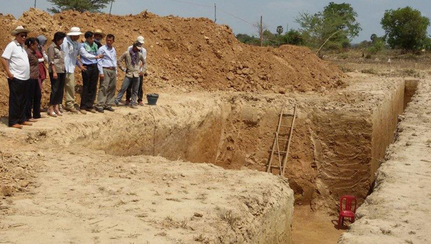 Jeden z grobów znajdował się 2,3 metra pod powierzchnią ziemi(fot. FB/Voeun Vuthy)