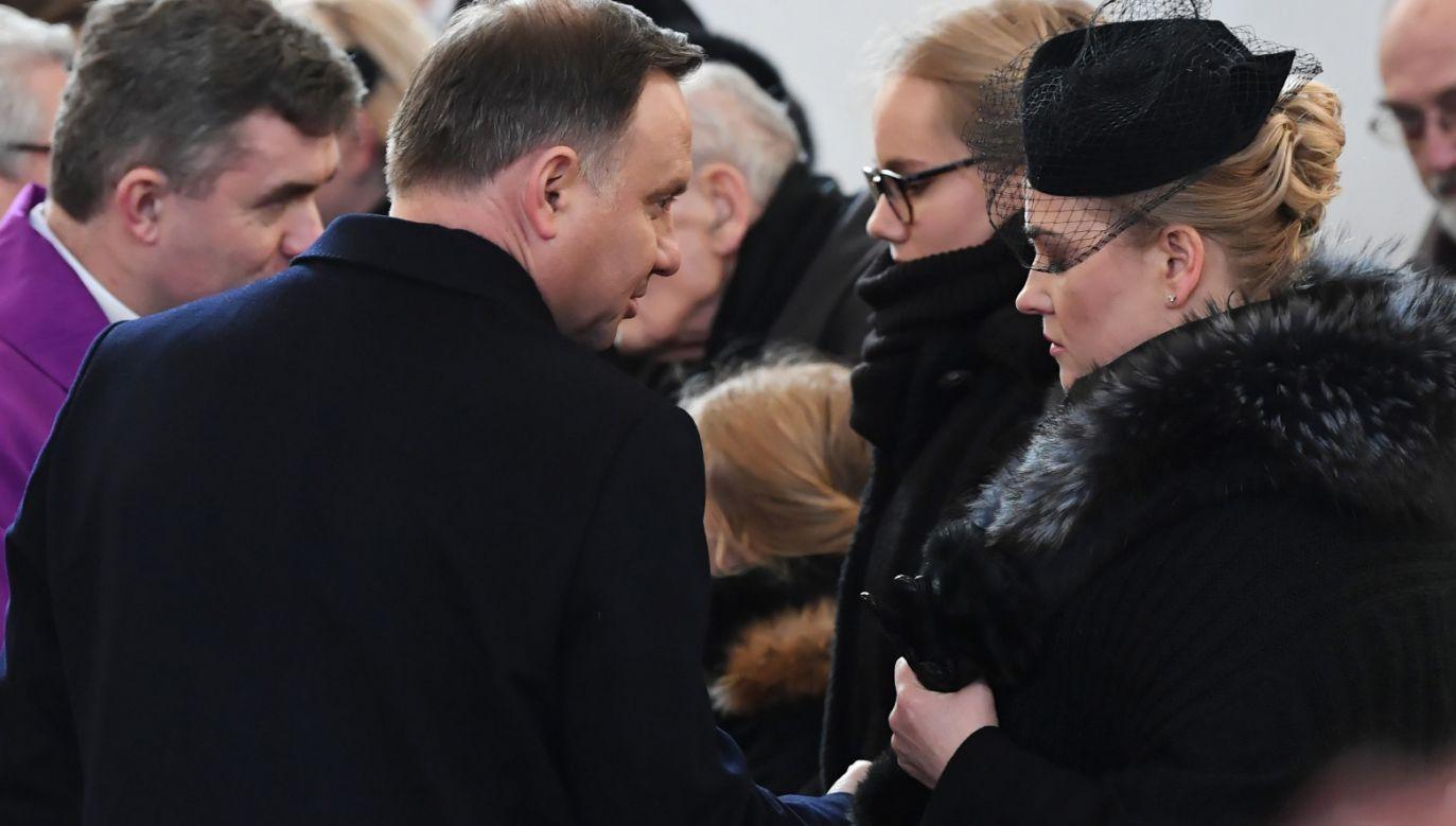 Prezydent Duda (2L) złożył kondolencje wdowie po prezydencie Adamowiczu, Magdalenie Adamowicz (1P) (fot. PAP/Adam Warżawa)