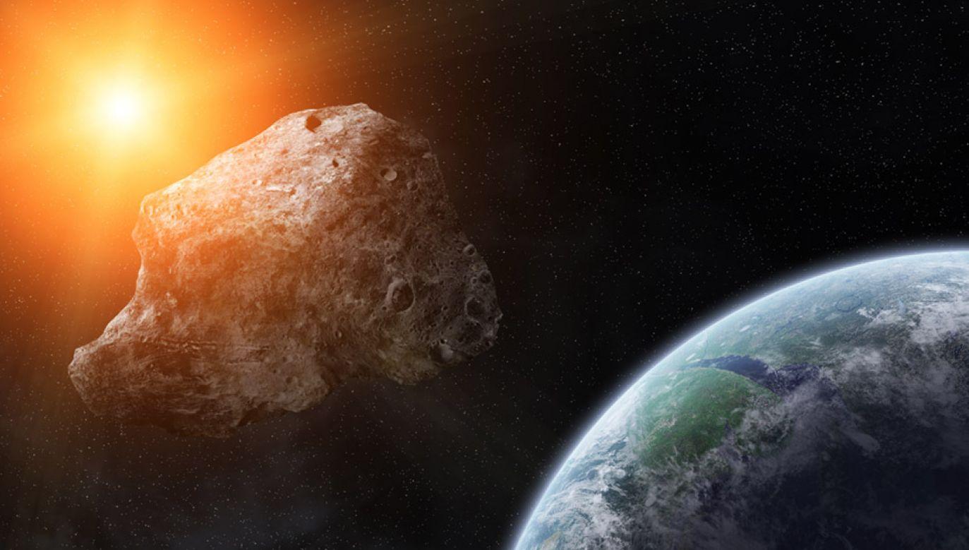 Kilkunastometrowa planetoida przeleci blisko Ziemi (fot. Shutterstock/sdecoret)
