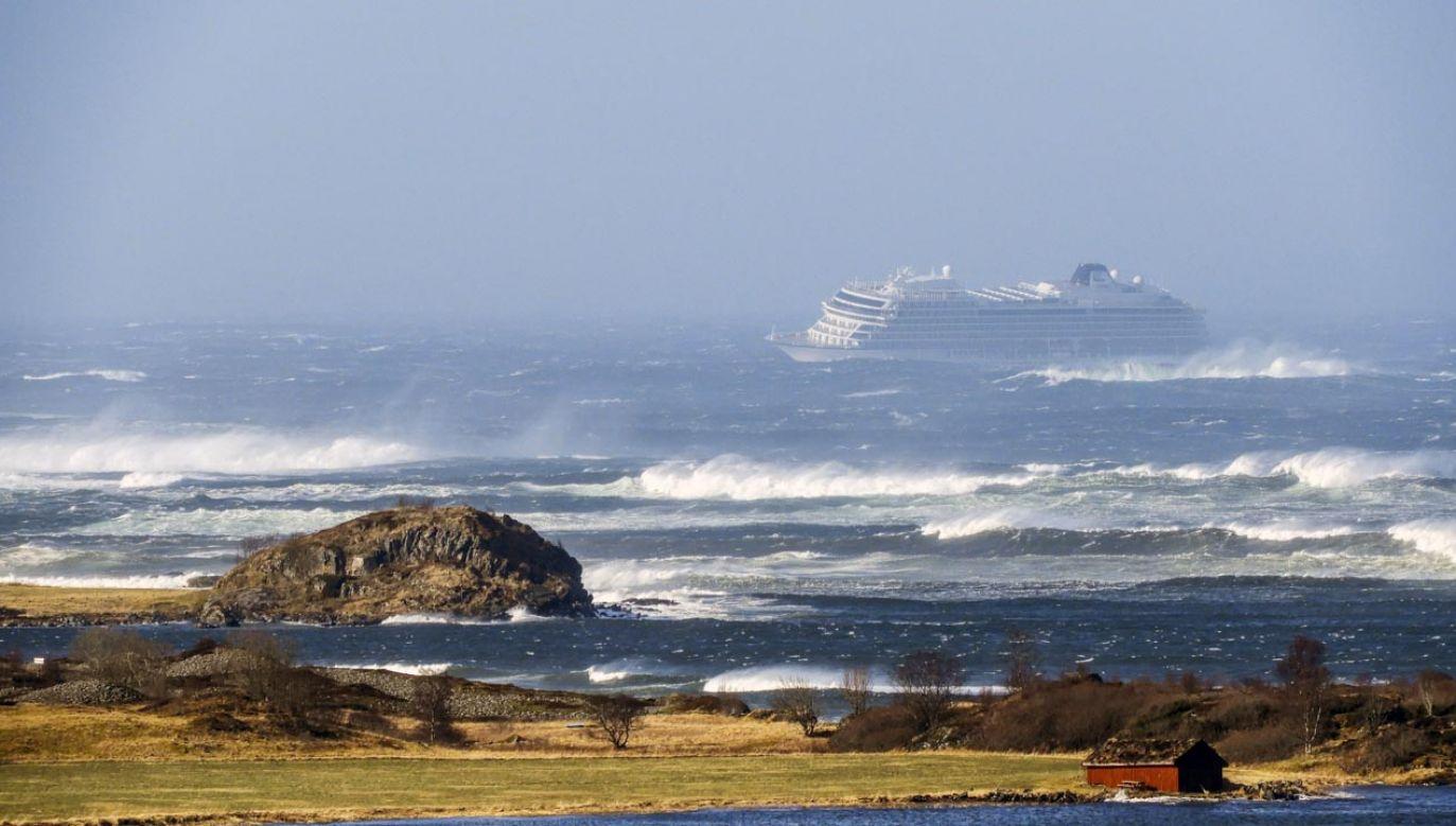 Prom pasażerski Viking Sky ucierpiał wskutek silnego wiatru (fot. PAP/EPA/Frank Einar Vatne)