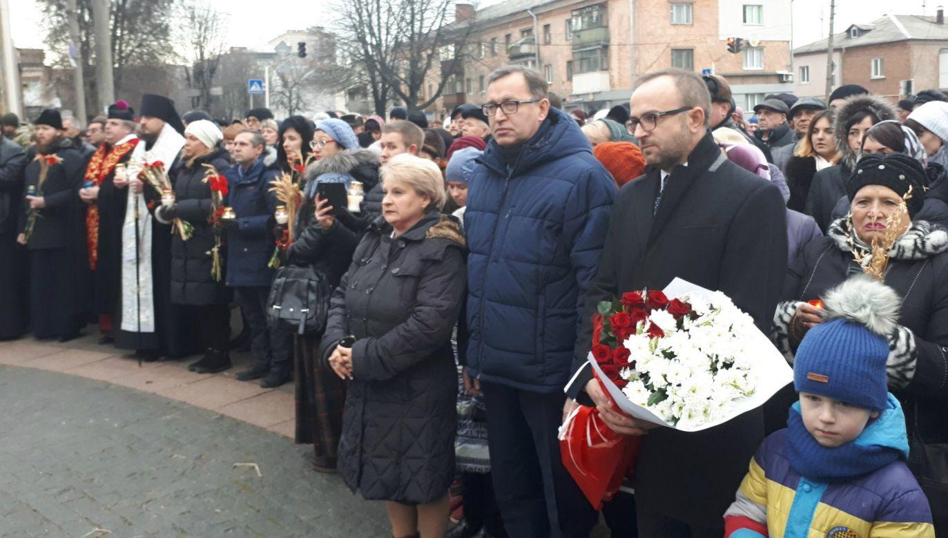 Delegacja złożyła kwiaty przed pomnikiem Płaczącego Anioła w Żytomierzu (fot. TT/IPN Lublin)