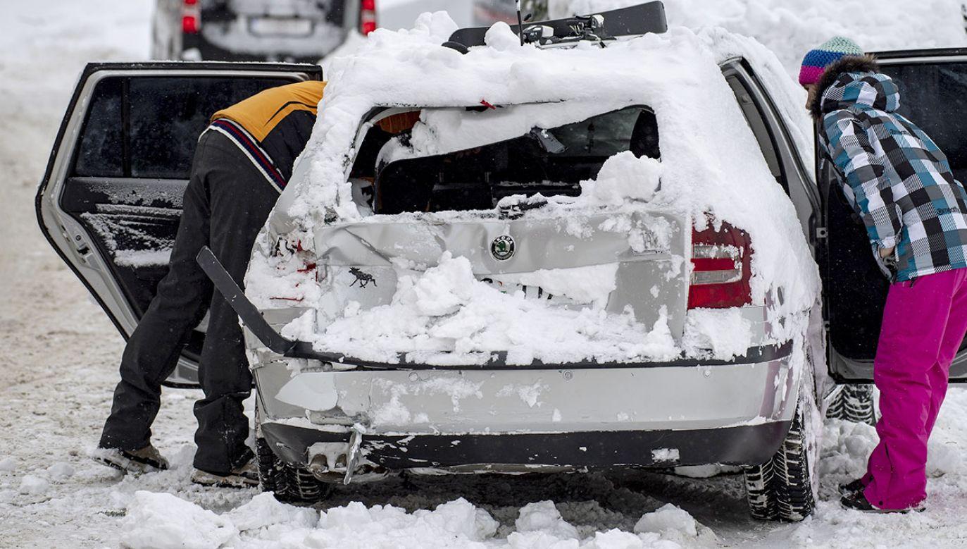 IMGW ostrzega przed intensywnymi opadami śniegu (fot. PAP/EPA/CHRISTIAN BRUNA)