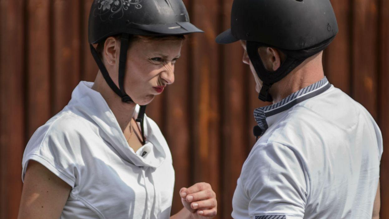 Dziewczyna namówiła rolnika na konną przejażdżkę. – Ola, trzymaj wodze! – radził. (fot. TVP)