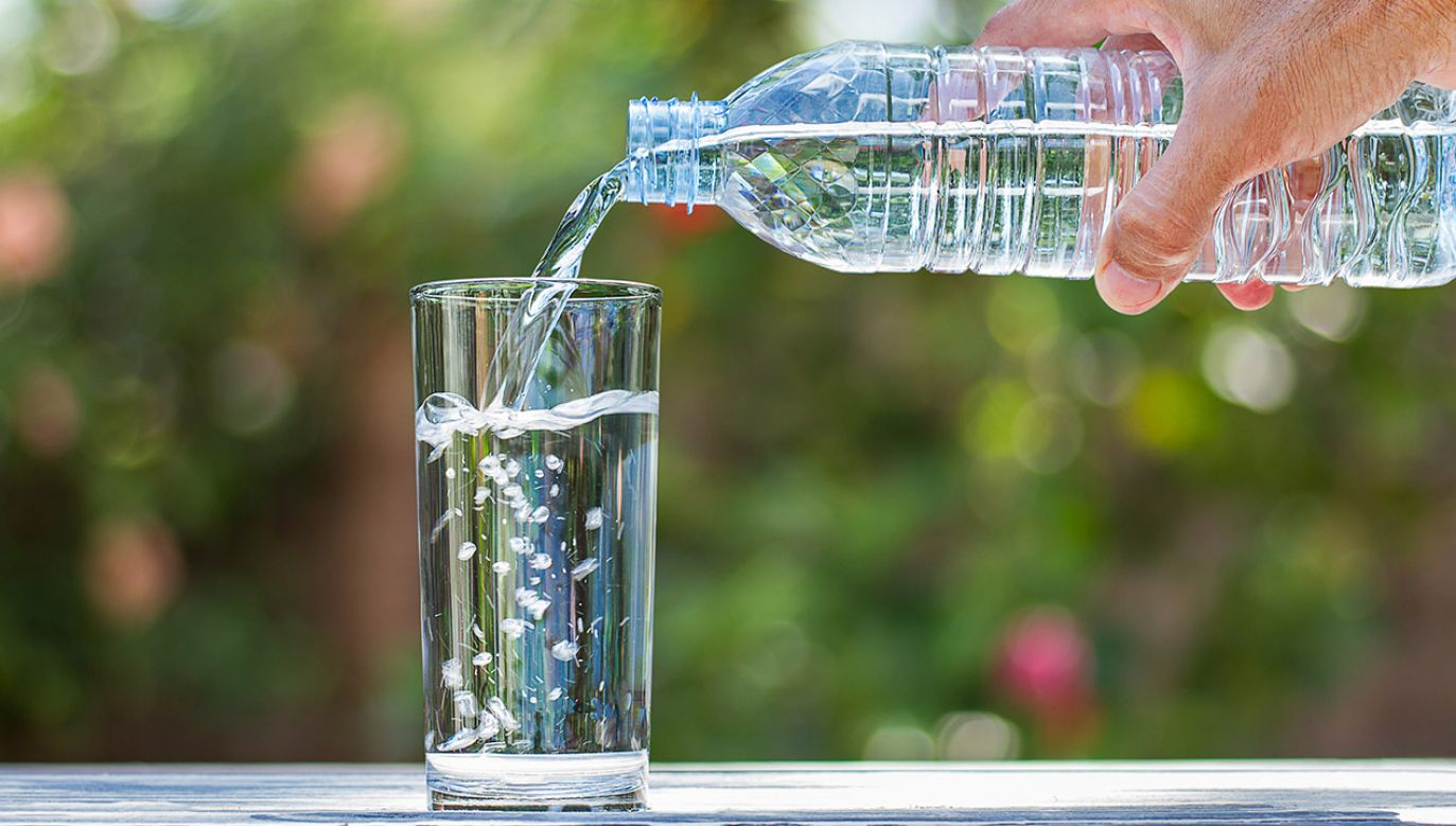 Producent naturalnych wód mineralnych Małopolanka Zdrój i Malinowy Zdrój rozpoczął wycofywanie kwestionowanych partii wód (fot. Shutterstock/Shark_749)