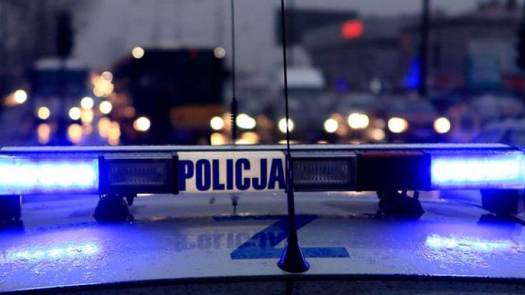 Jeden z podejrzanych zaatakował funkcjonariusza policji, usiłując wyrwać mu broń i oddać strzał w stronę innego funkcjonariusza. Fot. policja.gov.pl.