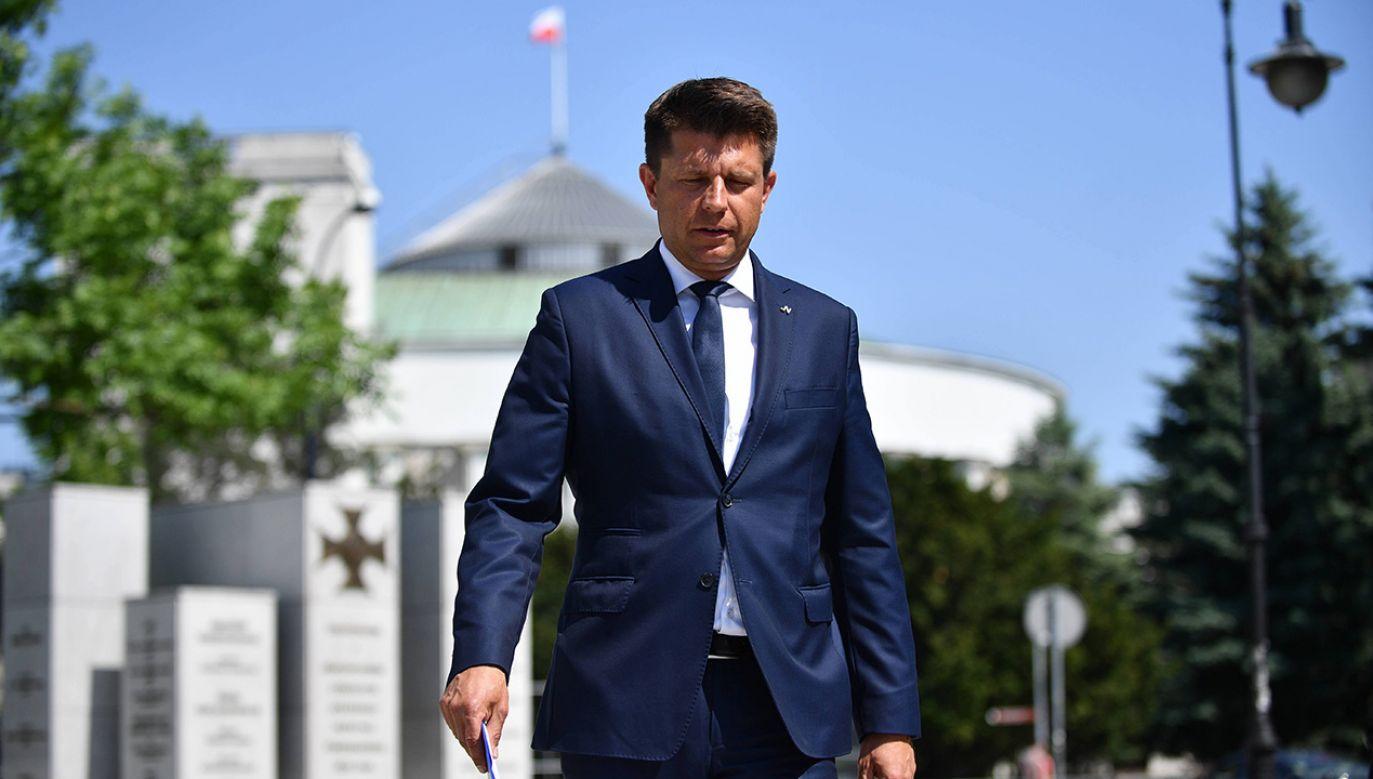 18 lipca poseł Petru próbował wwieźć na teren parlamentu dwie osoby posiadające czasowo zawieszone prawo wstępu na teren i do budynków w zarządzie Kancelarii Sejmu (fot. arch.PAP/Jacek Turczyk)
