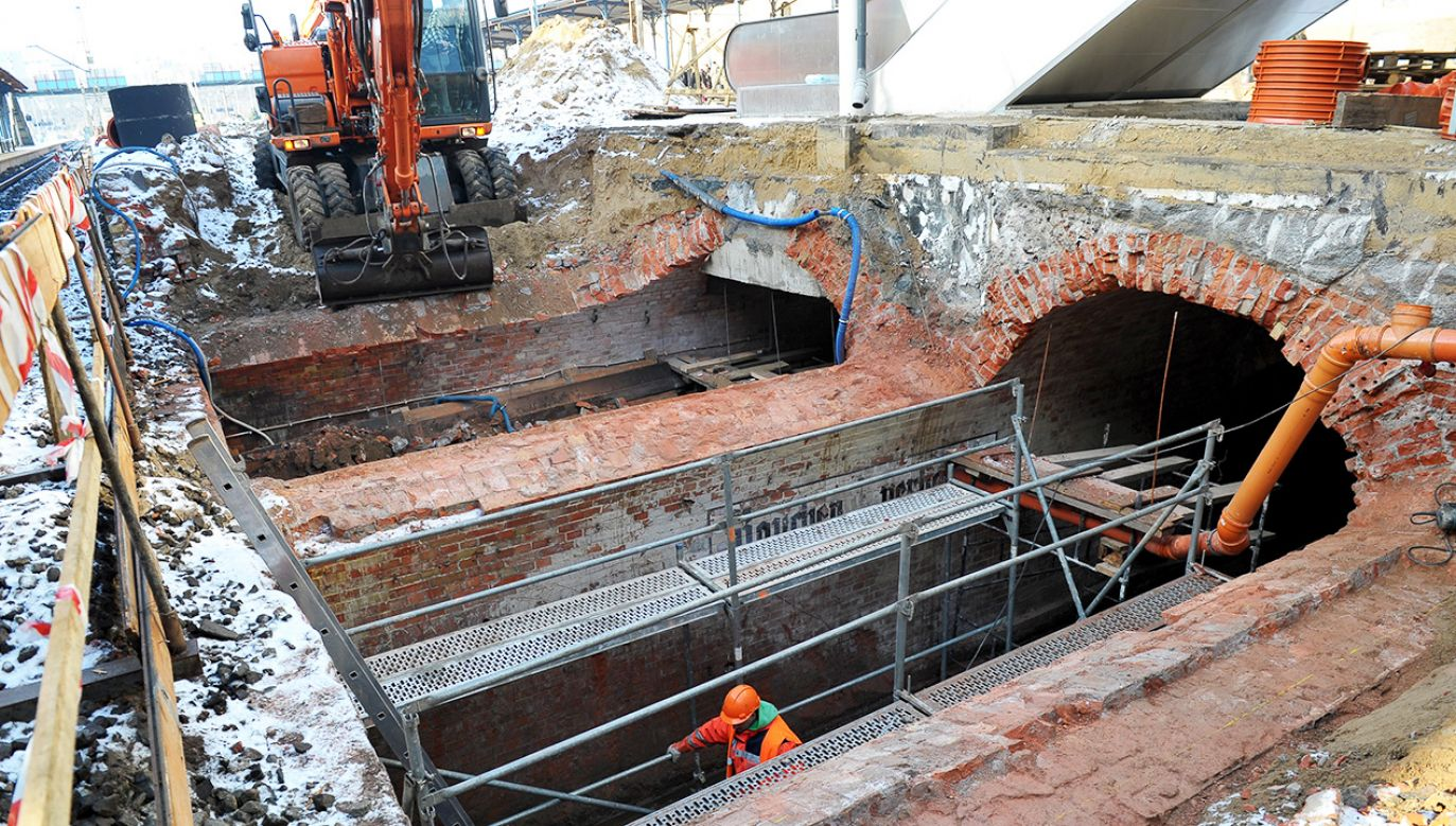 Poniemieckie tunele odkryte podczas prac remontowych na peronie drugim Dworca Głównego w Szczecinie  (fot. PAP/Marcin Bielecki)
