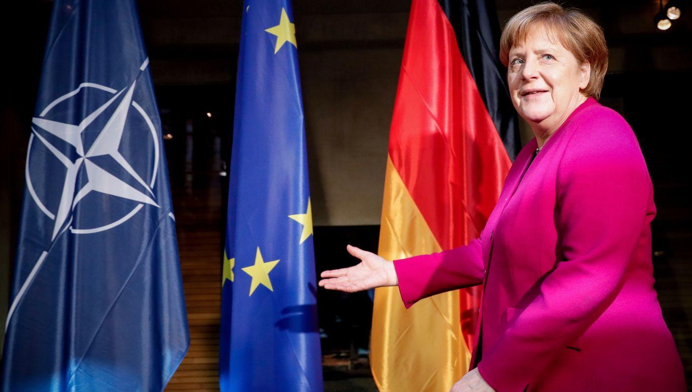 Zdaniem Angeli Merkel przeznaczanie przez Niemcy 1,5 PKB na zbrojenia to nie jest wcale mało, choć wobec NATO  zobowiązali się do inwestycji na poziomie 2 proc. PKB. Do dwustronnych rozmów Kanclerz Niemiec z sekretarzem generalnym Sojuszu Jensem Stoltenbergiem doszło podczas 55. Monachijskiej Konferencji Bezpieczeństwa (MSC), 16 lutego 2019 r. Na zdjęciu Merkel w oczekiwaniu na Stoltenberga. Fot. PAP / EPA/RONALD WITTEK