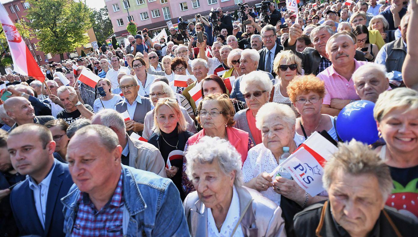 """Zdaniem pisarki wyborcy Prawa i Sprawiedliwości są """"prostakami"""" (fot. PAP/Marcin Bielecki)"""