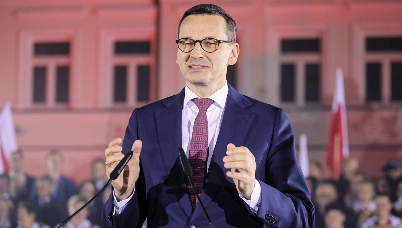 Premier Morawiecki w ostatnich godzinach kampanii wyborczej mówił, że Prawo i Sprawiedliwość realizuje wielkie programy społeczne i programy inwestycyjne (fot. PAP/Paweł Supernak)