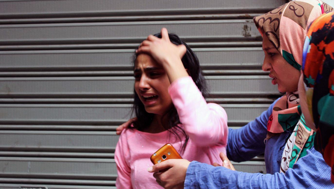 Chwile po zamachu bombowym w pobliżu katedry św. Marka w Aleksandrii. W Niedzielę Palmową zginęło tam wtedy co najmniej 45 osób (fot. Ahmed Abd Alkawey/Anadolu Agency/Getty Images)