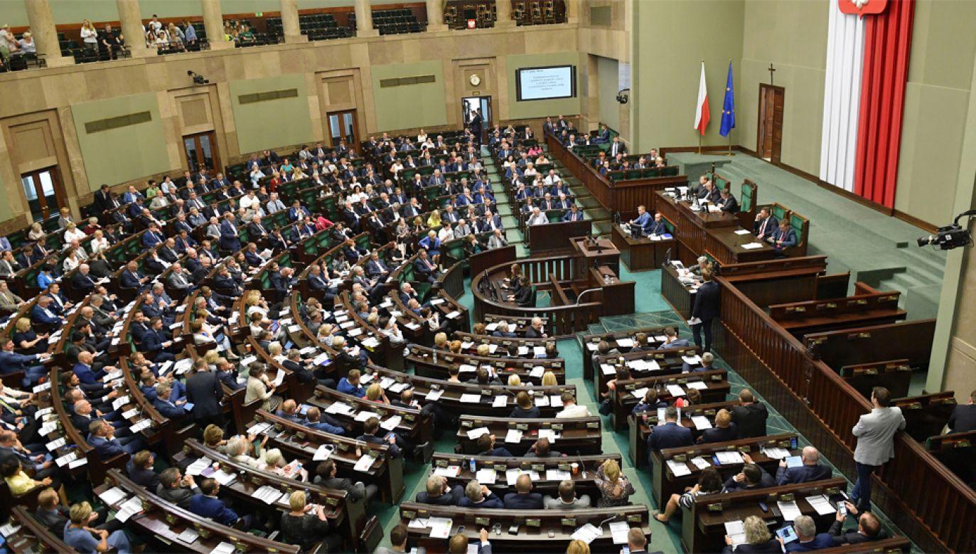 Duża przewaga PiS-u nad rywalami utrzymuje się (fot. PAP/Marcin Obara)