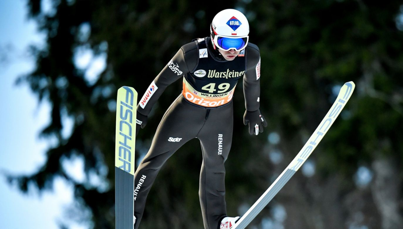 Kamil Stoch w trakcie sobotniego konkursu (fot. PAP/EPA/ULRICH HUFNAGEL)