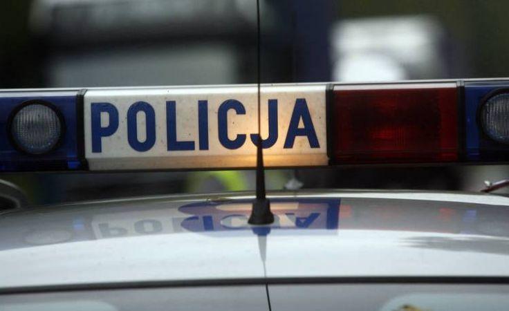 Według policji, ciosy zadano najprawdopodobniej w innym rejonie ulicy, przy której został znaleziony mężczyzna (fot. TVP3 Kraków)