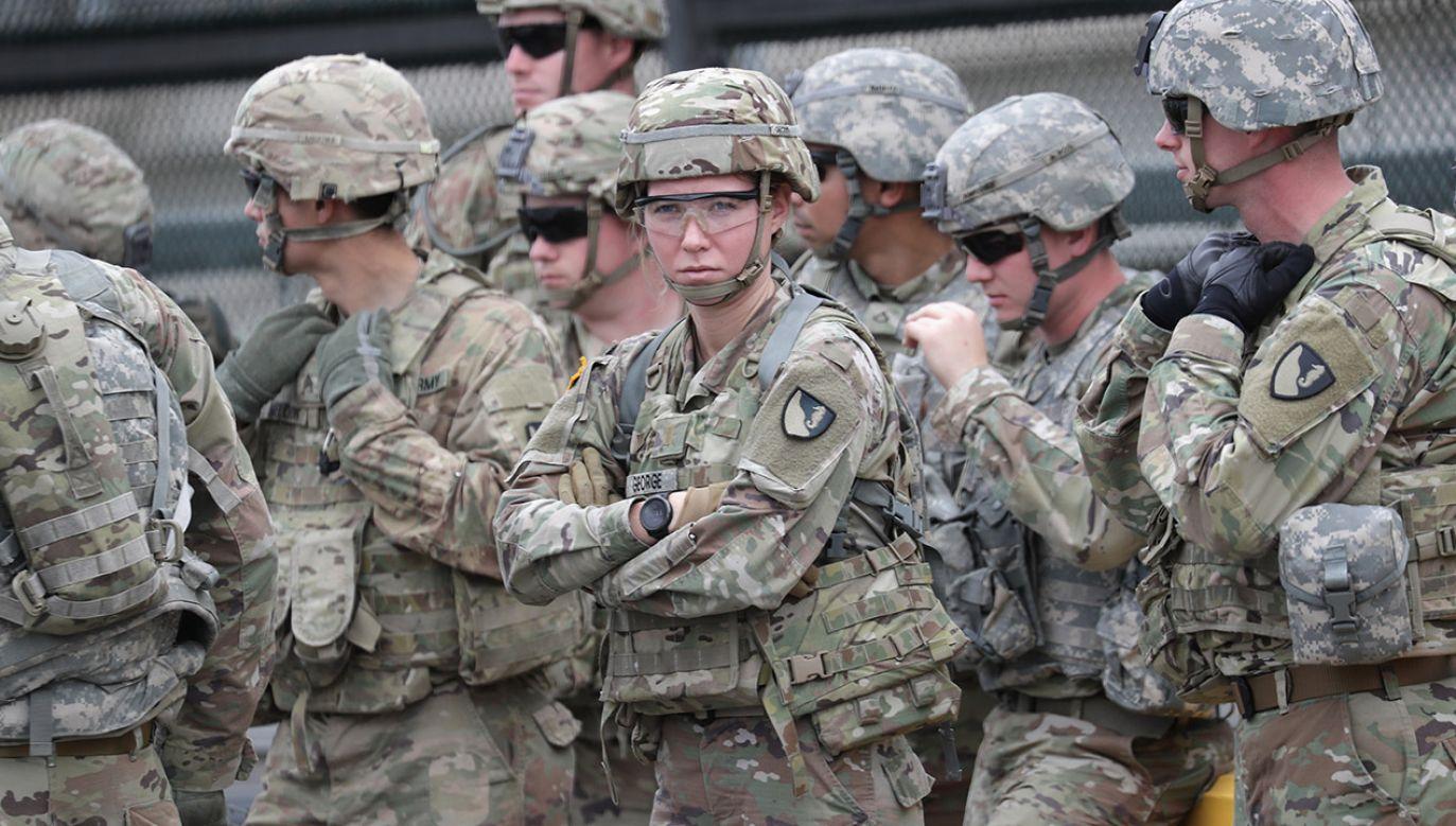 Żołnierze amerykańscy podczas ćwiczeń (fot. John Moore/Getty Images)