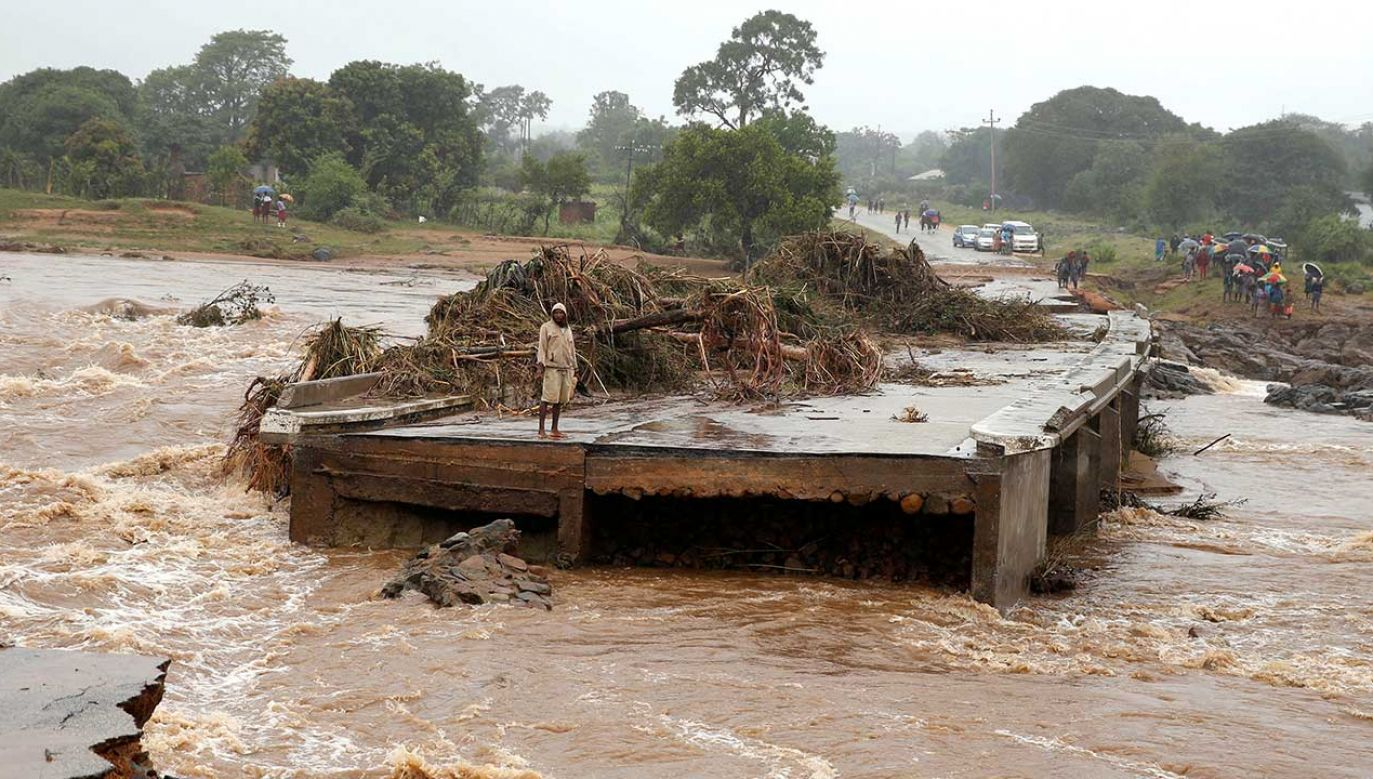 "Skala katastrofy jest ""ogromna"" (fot. REUTERS/Philimon Bulawayo)"