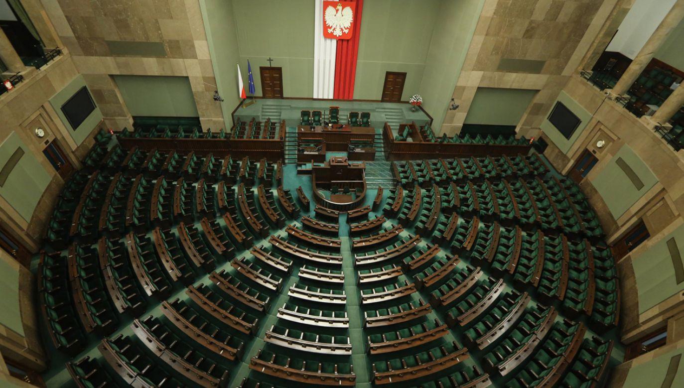 Na więcej mandatów niż w 2015 r. mogą liczyć Prawo i Sprawiedliwość oraz Platforma Obywatelska – wynika z sondażu Estymatora (fot. FB/KancelariaSejmu)