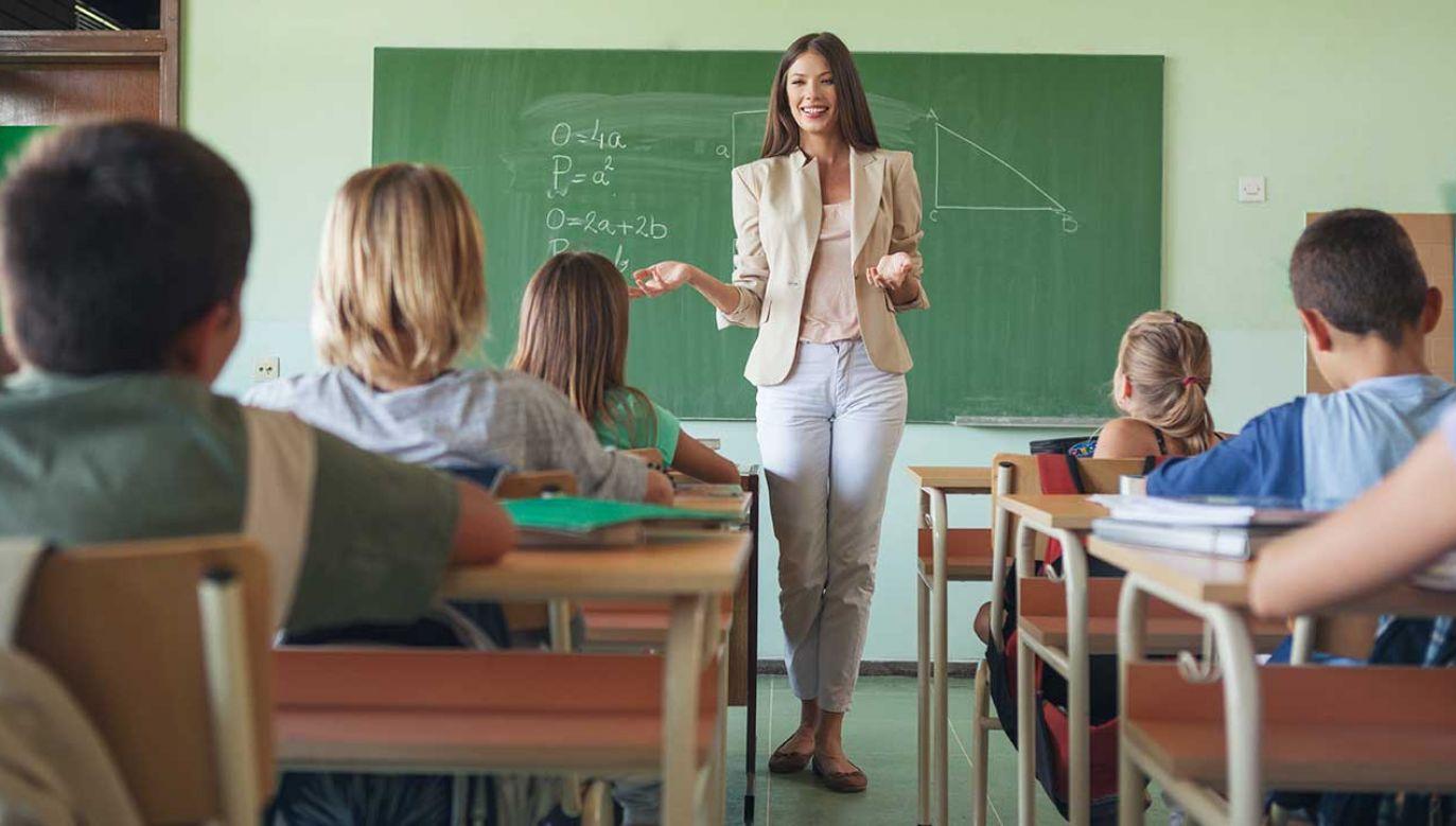 """""""Edukacja antydyskryminacyjna stanowi natomiast godną poparcia formę tych niezbędnych działań prewencyjnych"""" (fot. Shutterstock/ LStockStudio)"""